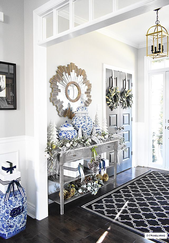 Beautiful Christmas home tour featuring the dining
