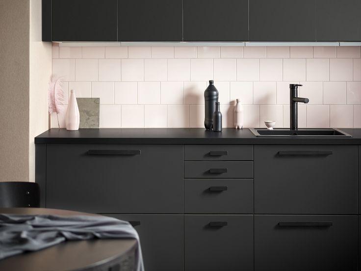 Ikea släpper ny vårkollektion, bland annat ett kök gjort av gamla PET-flaskor, ny textilserie för barn, soffserie, eldfluglampa, telefonladdare o soffserie
