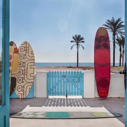 Mattor som ser ut som surfbrädor