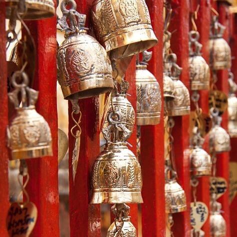 A million bells at the budhist temple in Thailand. If we had a bell for every person the whole world would be such a party! We love wandering exploring seeing.. #gypsy #gypsywandering #wonder #iwander #temple #budhist #thailand #bells #inspiration #SOAgypsy #gypsystyle #gypsysoul