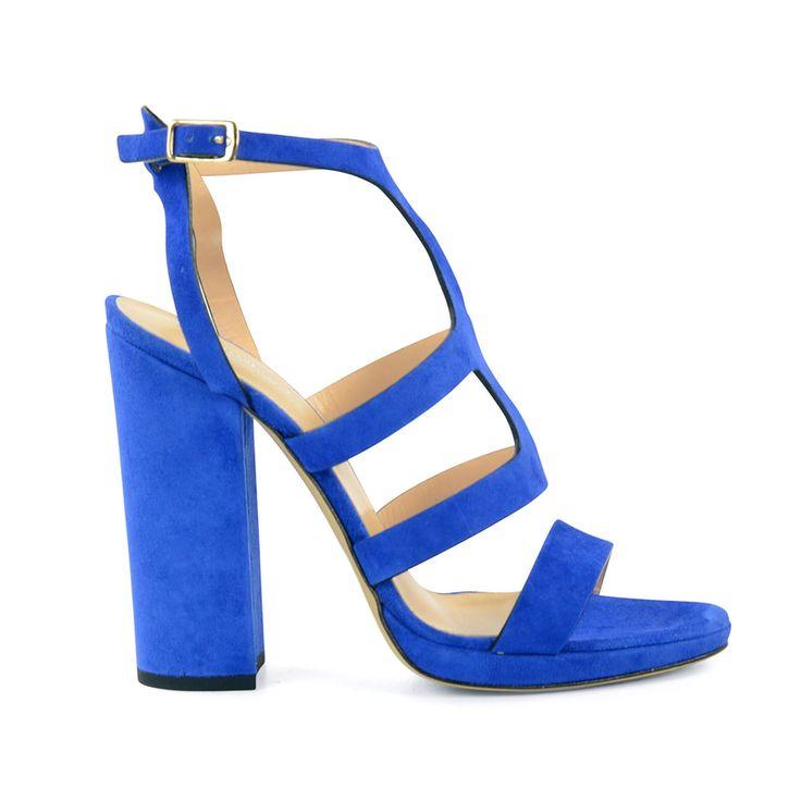 Rise and shine! Met deze blauwe sandalen met hak steel jij helemaal de show. De hak van 12,5 cm en de plateauhoogte van 1 cm maken deze oranje highheels op en top vrouwelijk. Deze blauwe sandalen met hak zijn leuk te combineren onder een jurkje. De hakken