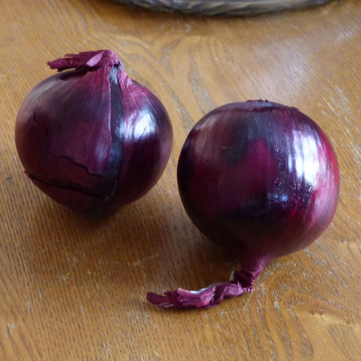 While there are many varieties of yellow onion, its less utilized cousin, the red onion, has its place in the kitchen too. So, are red onions easy to grow? When is planting and harvesting time for red onions? Learn more in this article.