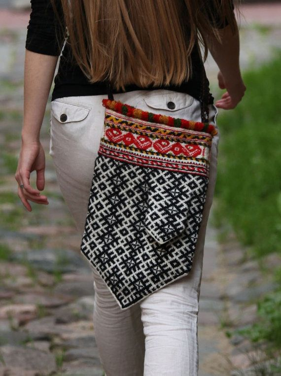 Latvian Mitten Bag. I'd do complex fair isle for a chic accessory like this....