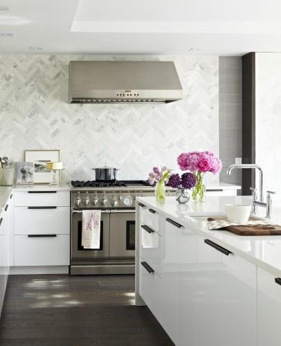 LOVE: Herringbone Backsplash, Ideas, Herringbone Tile, Back Splash, Marbles, Kitchens Backsplash, Modern Kitchens, Design, Modern White Kitchens