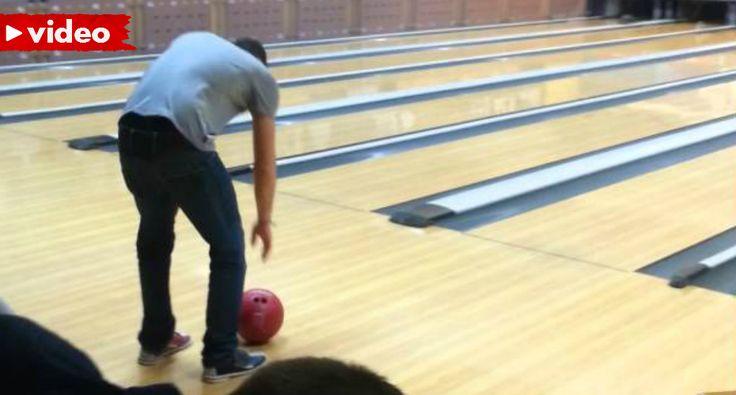 Não Tem Jeito Nenhum Para o Bowling Mas Tem Futuro Na Demolição