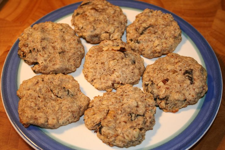 Oatmeal Raisin Cookies - A healthy, Daniel Fast friendly version of these classic treats!