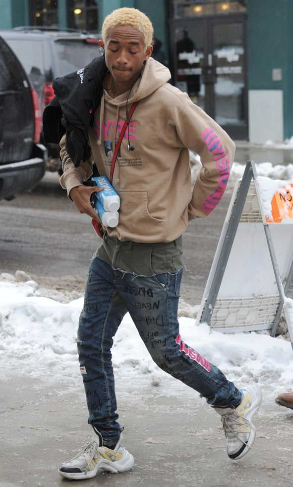 0af561a788ec 19-year-old Jaden Smith was spotted with his bleached blonde hair at the  2018 Sundance Film Festival carrying two bottles of water and showing off  his SYRE ...