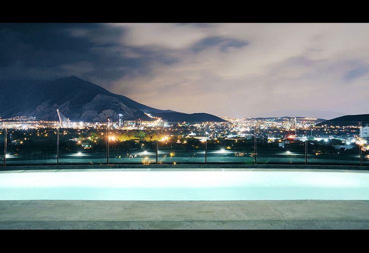 Piscina sul tetto dell'Habita Monterrey – Mexico