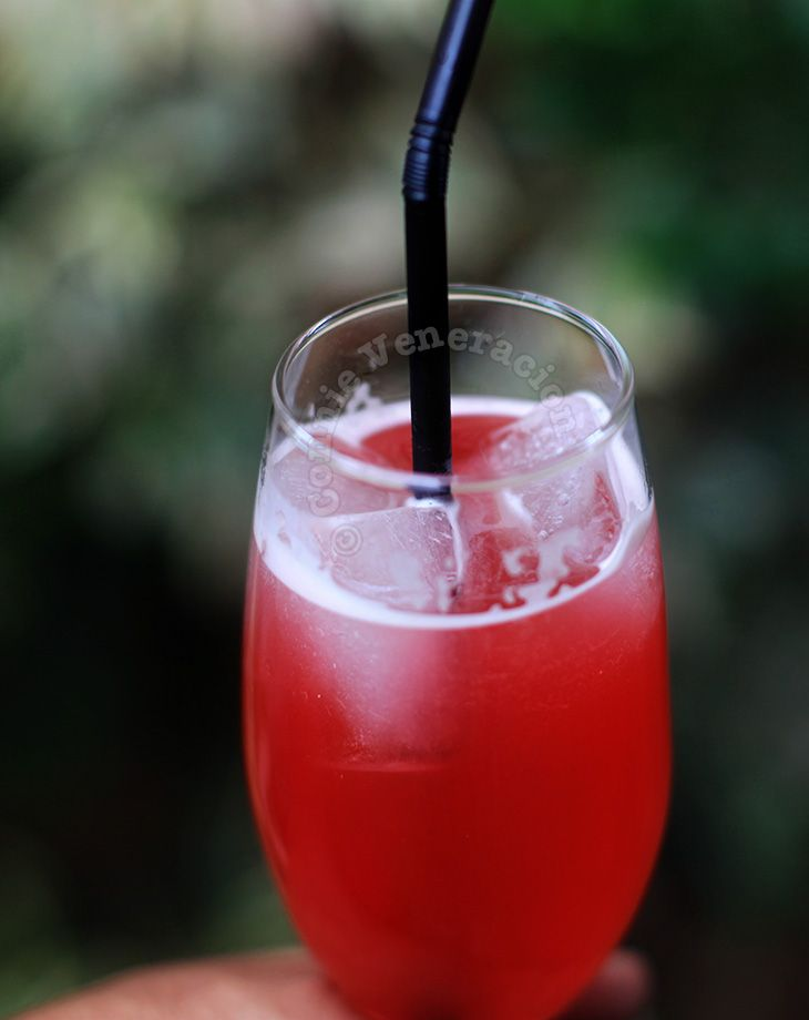 I love Singapore Sling -- so bright and refreshing and sweet -- it is the tropics just as much as the mojito.