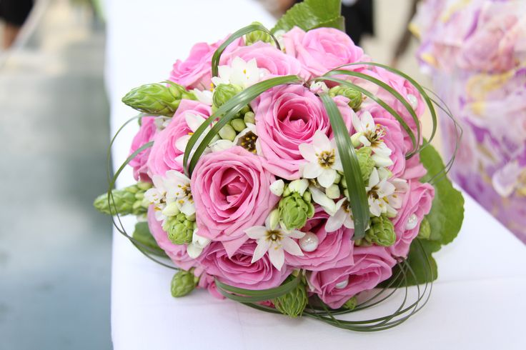Vos envies sont nos inspirations ! Parce que le jour de votre mariage restera le plus beau jour de votre vie, Pink Event s'engage à vous proposer les plus belles créations florales afin que celles-ci correspondent au mieux à votre thème et votre personnalité. Roses, orchidées, lys, arums ... Vous avez le choix !