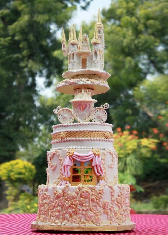 Fairytale wedding cake by vanillabakery - http://cakesdecor.com/cakes/223894-fairytale-wedding-cake