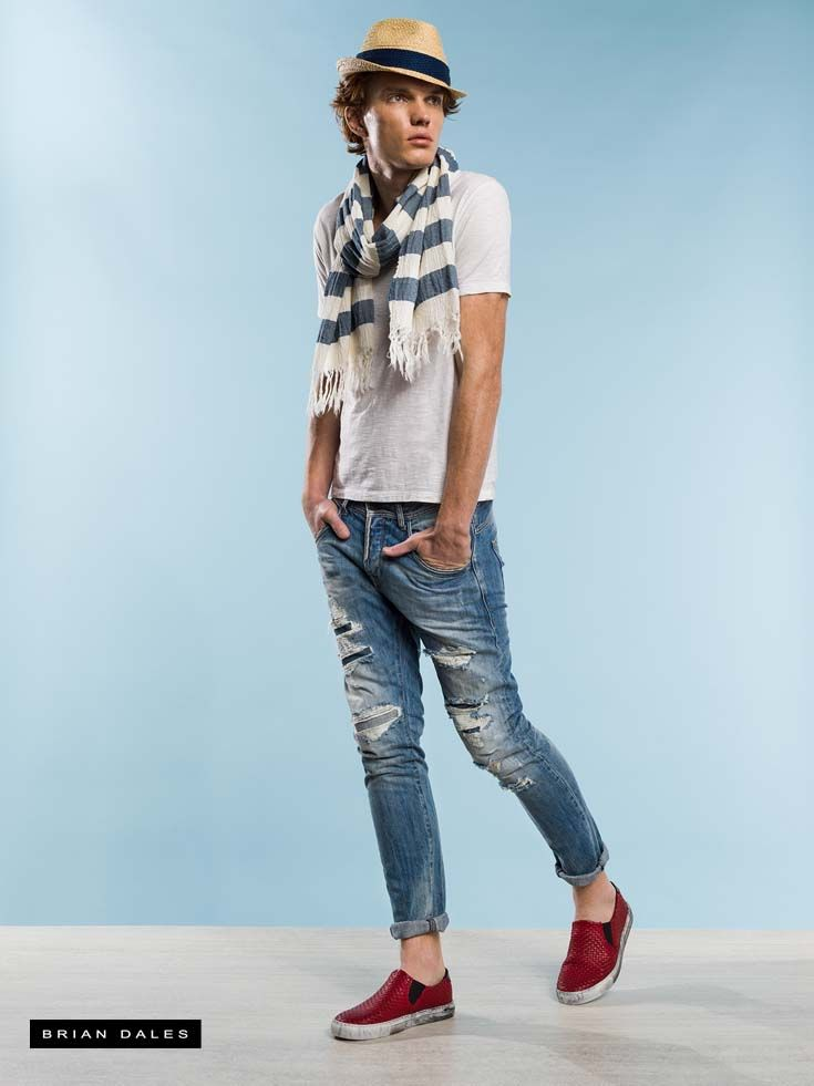 #BRIANDALES #MAN #COLLECTION #SS2016, t-shirt with short sleeve, washed jeans and pashmina.