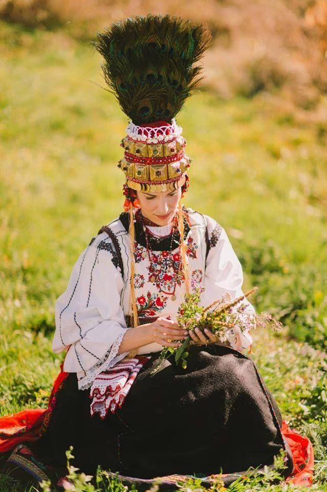 mireasa in straie populare din zona Brasov