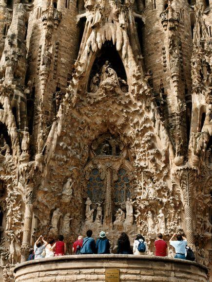 La catedral de La Sagrada Familia de Barcelona es todavía en construcción casi un siglo después de la muerte del arquitecto Antoni Gaudí en 1926
