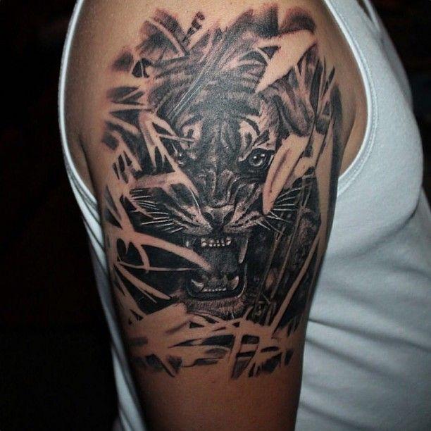 Raubkatze im Dschungel Tattoo