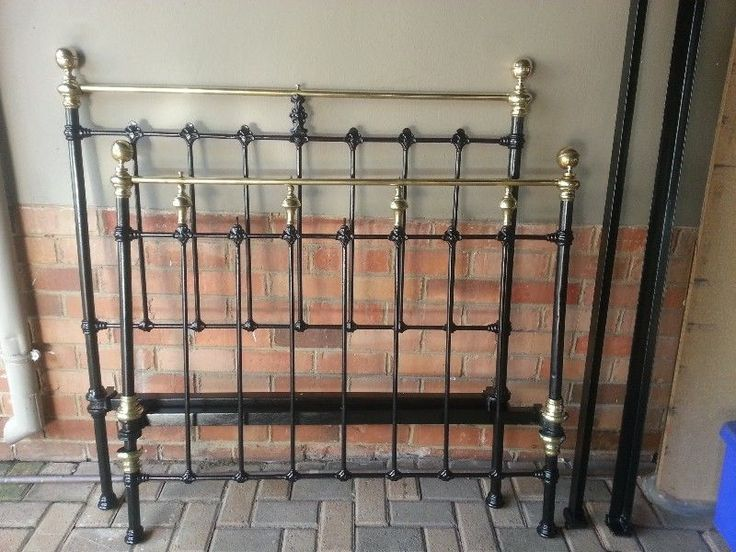 Cast iron, 3/4 bed.  Still in beautiful condition. Base board included.