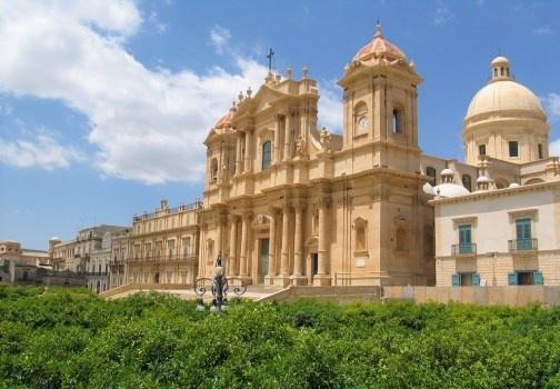 Noto è una delle città più belle della provincia di Siracura. Patria del barocco, Noto è patrimonio Unesco. Informazioni, hotel e b http://www.marcopolo.tv/isole/noto-siracusa-guida-sicilia
