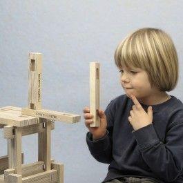 Der Spinifex Cluster Baukasten ist ein Konstruktionsspiel für Kinder und Erwachsene. Durch das generative Gestaltungsverfahren entstehen immer neue Formen die gebaut werden können. Dabei sind den eigenen Ideen keine Grenzen gesetzt. Die Bausteine bestehen aus Birkensperrholz und werden intuitiv über eine Steckverbindung zusammengefügt. Auf diese Weise können sehr schnell komplexe Formen aufgebaut werden. Das Konstruktionsspiel schult kognitive und motorische Fähigkeiten. Bei der…
