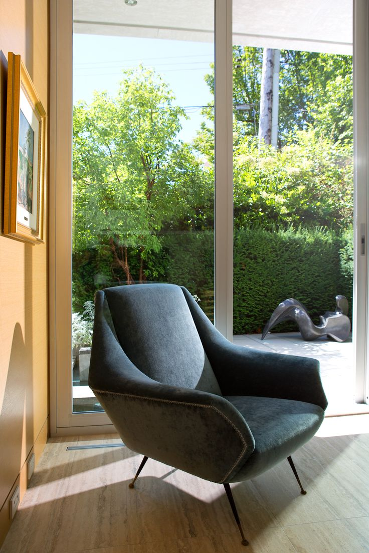 A place to read in the sun in a mid-century Italian lounge chair.  By: Zacharko Yustin Architects Incorporated Photo: Ema Peter Photography