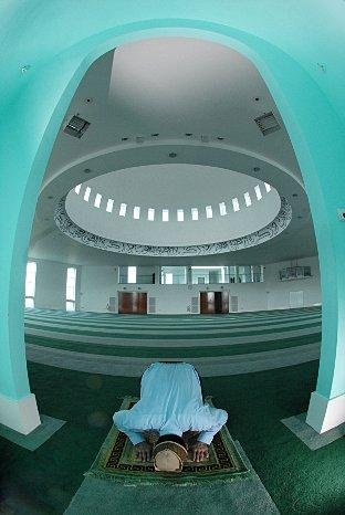 Bait-ul-Fatah mosque, an Ahmadiyya Muslims mosque,  in Morden, built in 2003.   http://www.yourlocalguardian.co.uk/news/local/wimbledonnews/8451429.Hate_campaign_discovered_against_Islamic_minority/