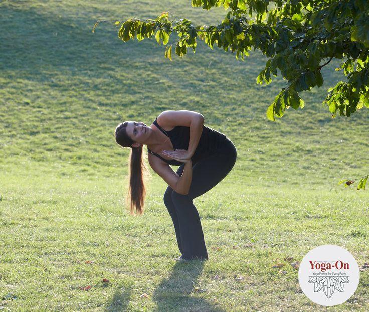 Parivritti Parsvakonasana, die seitliche Stuhlhaltung: Sie stärkt die Gesäß-, Fuß- und Beinmuskeln und entgiftet deinen Körper.   #YogaOn #Asana #Parivritti #Parsvakonasana #Beinmuskeln #Pomuskeln #Yoga