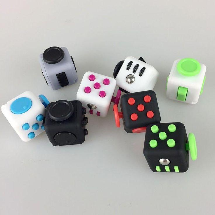 Cubo Anti Stress...Fidget Cube foi desenvolvido a partir de testes científicos que ajudam a reduzir a ansiedade de pessoas que precisam mexer em algo durante momentos de stress. O cubo possui funções que podem substituir desde o clique de uma caneta até o girar de um rolamento de mouse trazendo a sensação de tranquilidade. Suas ferramentas estão acopladas em um só corpo, e pode suprir as diversas necessidades de um usuário que precisa simplesmente mexer em algo.