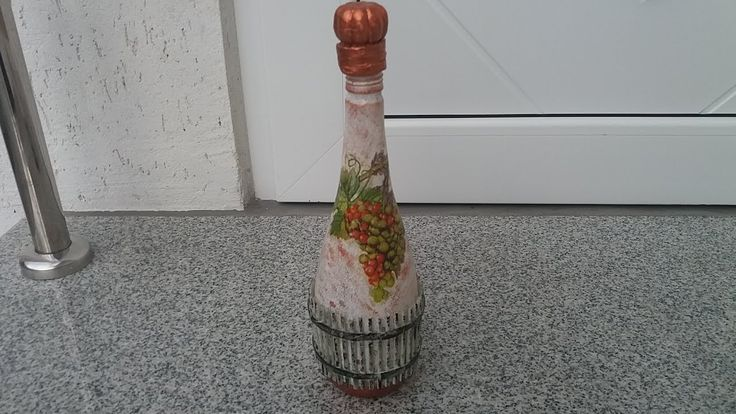Decoratiuni de toamna, sticla cu struguri--Autumn decorations, bottle of...