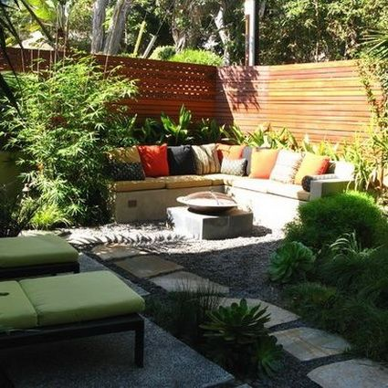 An inspiration for my own patio bench exteriors for Small yard design inspiration