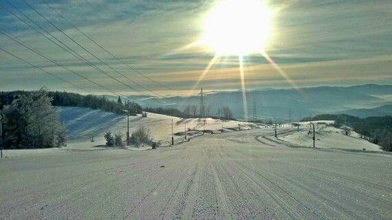 Widok na Szczawnik, w tle Tatry. Zima w pełni