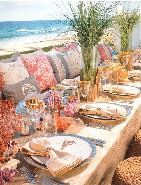 mesa pra festa na praia, com tons metalicos e neutros