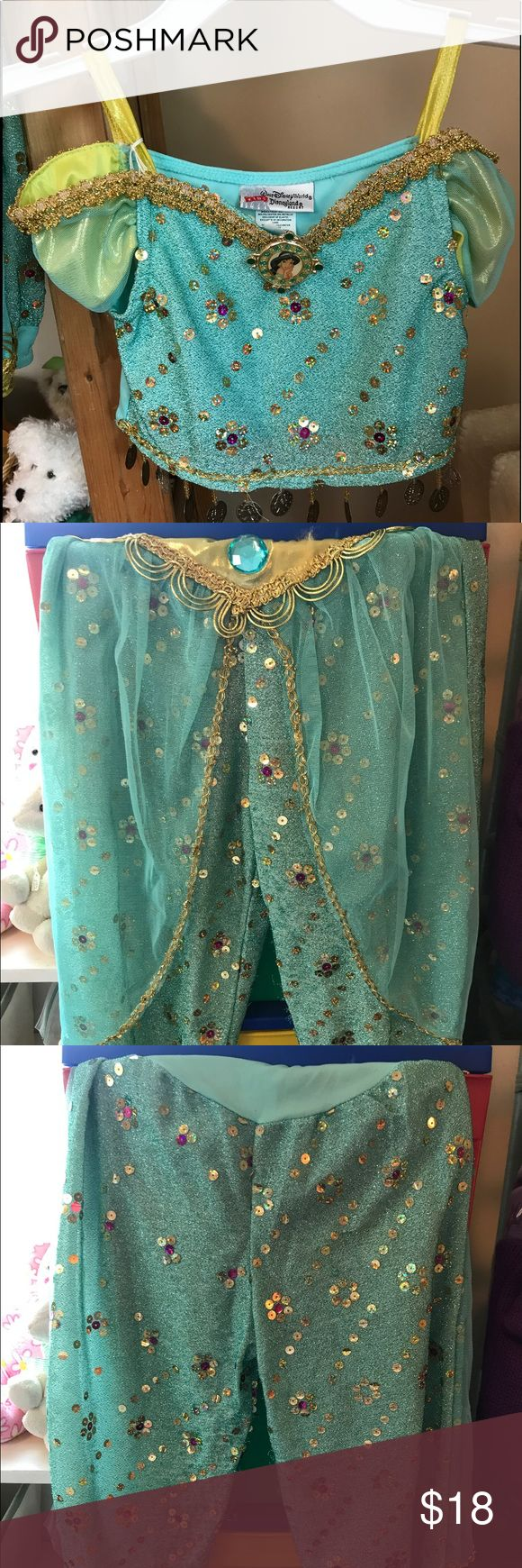 Kids Disney Jasmine Costume This kids Walt Disney world - Disneyland Resort Jasmine costume is just the top and bottom of the costume (I do not have the shoes, wig, or purse) and it's in excellent condition! Kids Walt Disney World Costumes