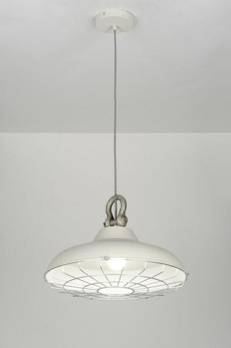 Industriële hanglamp. http://www.gsmwonen.nl