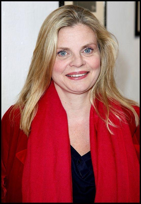 Isabelle Nanty, née le 21 janvier 1962 à Bar-le-Duc (Meuse), est une actrice , réalisatrice et metteur en scène française .     Biographie Isabelle Nanty a des origines...