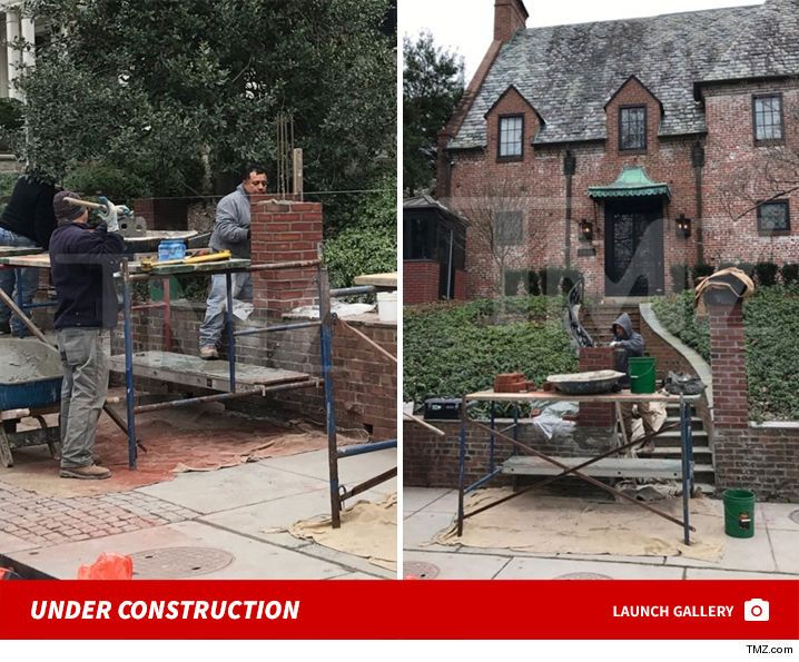 President Obamais taking a cue fromDonald Trump … he's building himself a wall. We got photos of construction at Obama's soon-to-be D.C. rental. You also see construction…