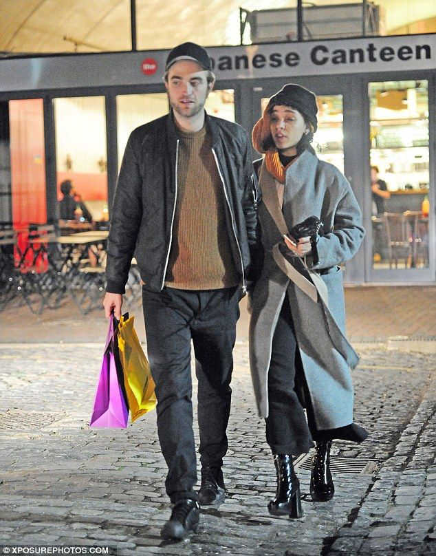 is robert pattinson really dating fka twigs Despite t-pain trying to play off the news as an april fool's prank, it turns out robert pattinson is actually engaged to fka twigst-pain accidentally.