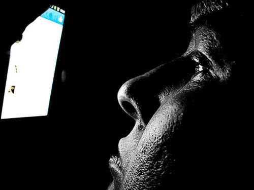Cómo afecta la luz del celular a tu sueño