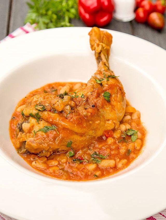 Рецепт с пошаговыми фото. Тушеная курица с белой консервированной фасолью. Вкусно и легко приготовить. Домашние рецепты.