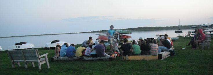 Adocamp - un camp d'été en français pour les 13 à 16 ans d'une durée d'une semaine au mois de juillet/août aux Iles-de-la-Madeleine. / Adocamp - a week long French-language summer camp for 13 to 16 year olds in July/August in Iles-de-la-Madeleine.