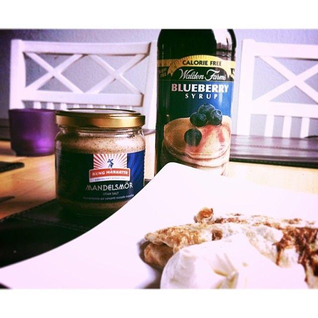 Pancakes! #food#breakfast#postworkout#lchf#lowcarb#sugarfree#pancakes#waldenfarms#blueberrysyrup#sugarfree#lowcarbpancakes#almondbutter#mandelsmör#kungmarkatta#pannkakor#lchfpannkakor#glutenfritt#sockerfritt#glutenfree#getfit#healthy#healthyfood #Padgram