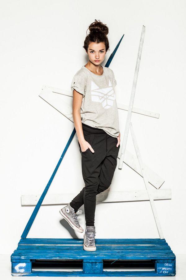 CUB light grey wolf logo T-shirt and black pants #polishfashion #cub_wear #cotton #natural #sport #city #look #Tshirt #girl