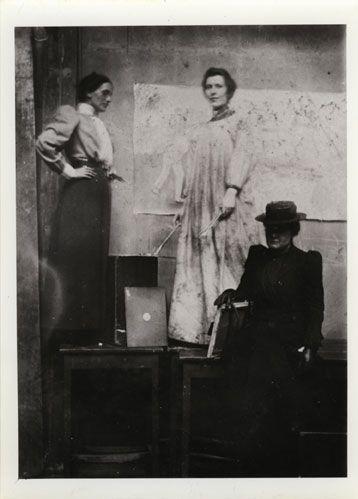 GSAA/P/1/624 - Ann Macbeth (far left) in a professional painting class in the GSA