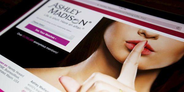 La razón por la que los hackers decidieron revelar los datos de Ashley Madison es porque timaban a sus usuarios.