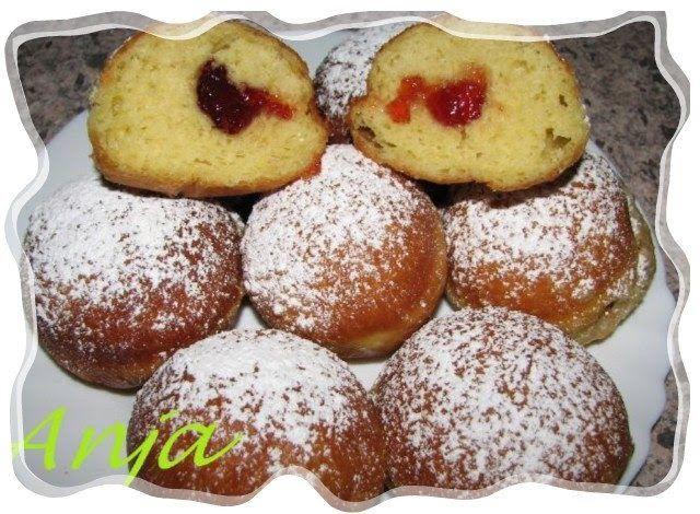 Ещё один рецепт выпечки из немецкой кухни. Берлинеры здесь едят круглый год, но 2 раза в год, на карнавал и на 31-е декабря они обязательно ...
