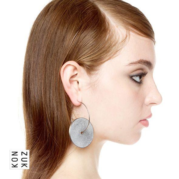 KMe208 Discus Concrete Earrings
