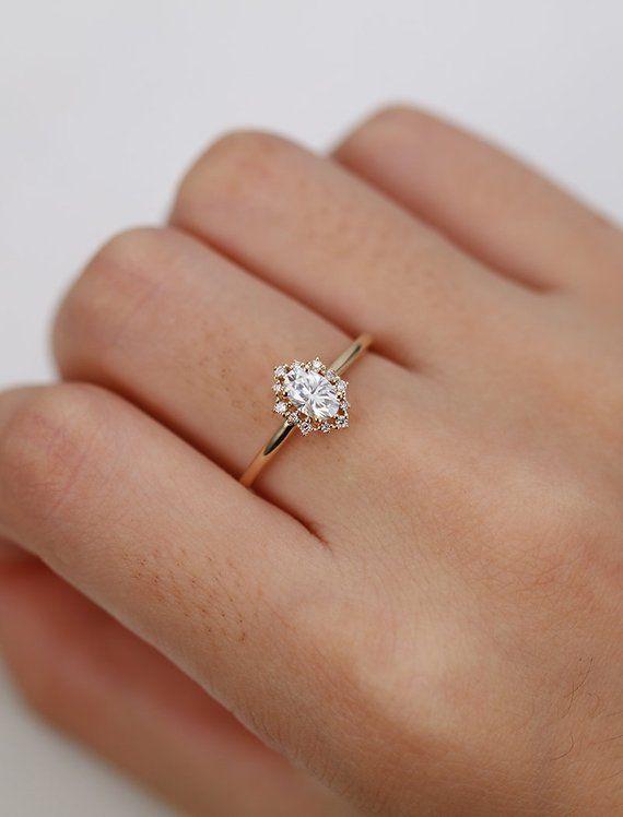 Anillo de compromiso vintage conjunto de corte ovalado anillo de compromiso moissanite oro amarillo diamante halo regalo de aniversario de bodas para mujeres   – Hochzeit