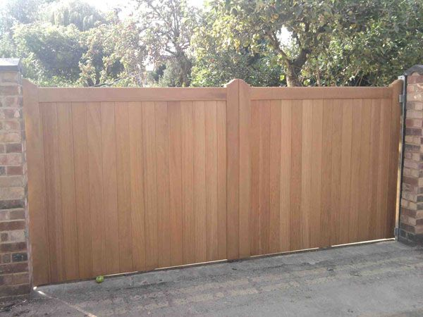 Sliding driveway gates wooden woodworking projects plans for Wooden sliding driveway gates