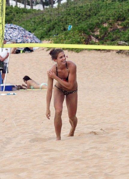 Alex Morgan, beach volleyball, Hawaii, Dec. 20, 2012. (PacificCoastNews.com / Zimbio)