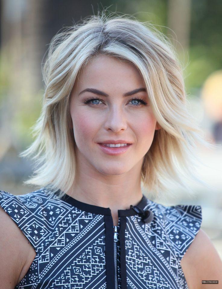 Wenn das Wetter wieder schöner wird, wählen viele Frauen eine hellere Haarfarbe! Du kannst die komplette Frisur färben oder, wenn Du dies zu radikal findest, nur ein paar subtile Highlights. Es sieht herrlich sommerlich aus! Brauchst Du schon eine hellere Farbe? Lass Dich von unseren stilvollen mittellangen Frisuren mit Highlights für einen sommerlichen Look inspirieren!