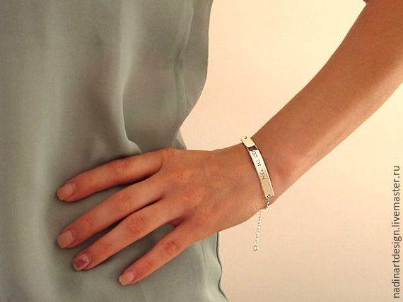 Купить Изящный именной браслет из серебра. Гравировка с двух сторон на заказ - серебряный, браслет