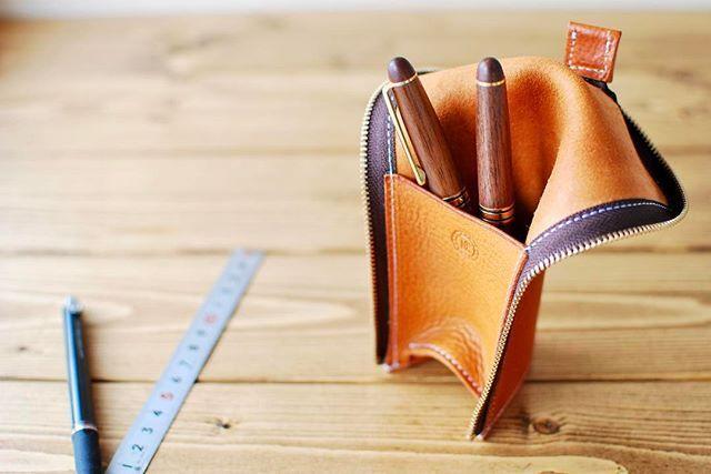 立つ筆箱  #leathercraft#leatherwork #leathergoods#leatherbag #leatherwallet#handmade #leather#bag#wallet#minne#ハンドメイド#レザークラフト #レザーワーク#レザー #レザーバッグ#バッグ#財布#世界に一つだけのものを#筆箱#ペンケース
